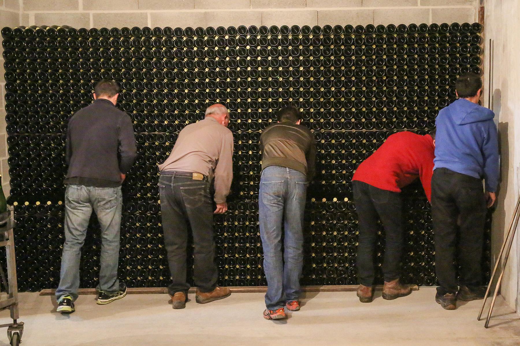 Tirage en bouteille - Élaboration du vin - Champagne Roger Lustig
